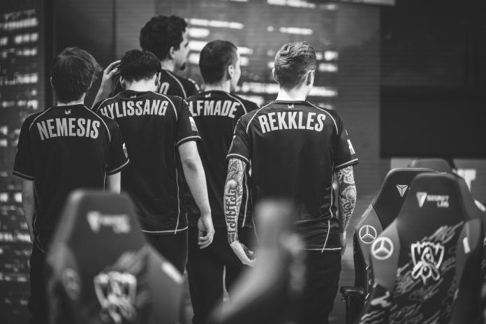Fnatic loses to Top Esports in Worlds
