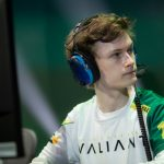 London Spitfire signe l'ancien LA Valiant DPS Shax